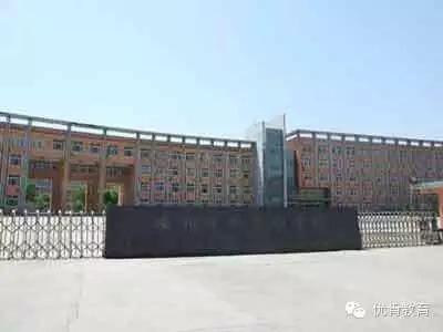 中学(原安阳市一中分校)位于安阳市东区灯塔路795号